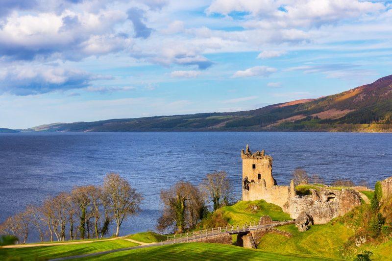 urquhart-castle-at-loch-ness-min