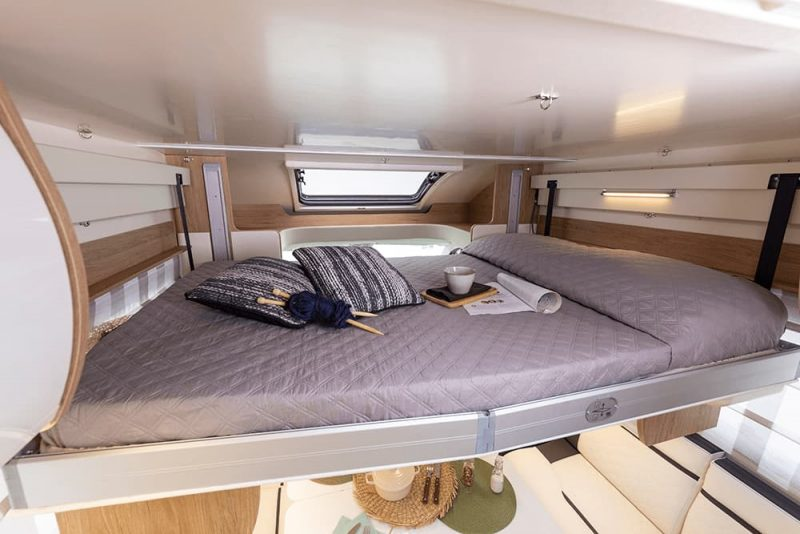 hydraulic bed in motorhome